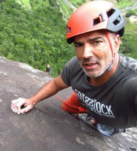 Colgados en la roca javier-272x300